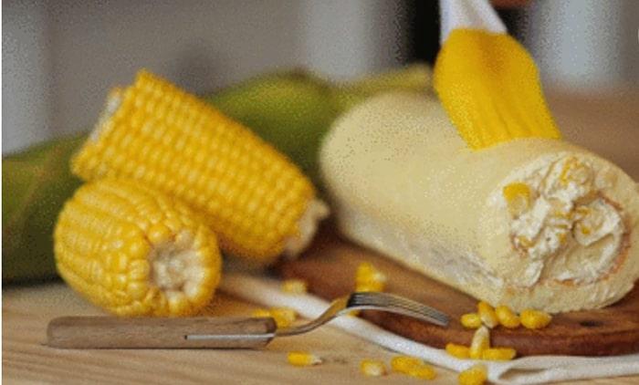 Bánh bắp cuộn sẽ thơm mùi bắp và beo béo mùi kem, hấp dẫn