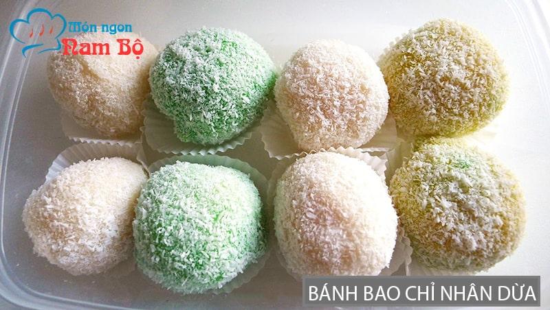 Bánh bao chỉ nhân dừa là món ăn vặt nổi tiếng ở Sài Gòn