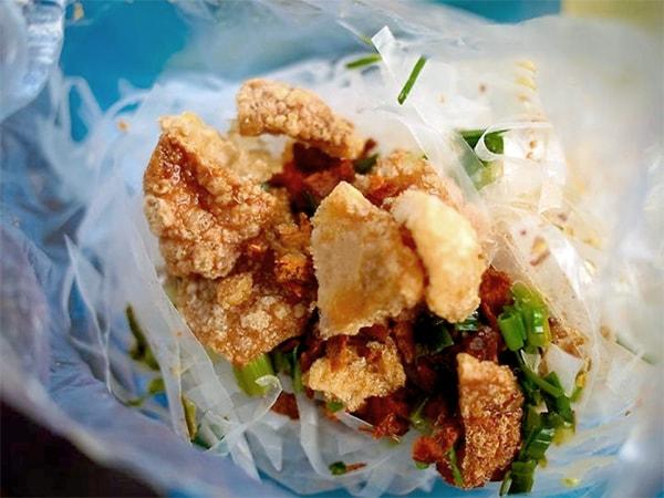 """Những quán bánh tráng trộn ngon ở Sài Gòn """"đốn tim"""" du khách"""