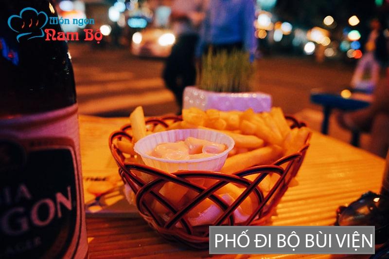 Phố đi bộ Bùi Viện là địa điểm đi chơi đêm nổi tiếng nhất ở Sài Gòn