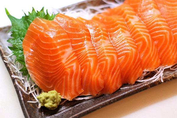 Gỏi cá hồi làm thế nào để có hương vị thơm ngon