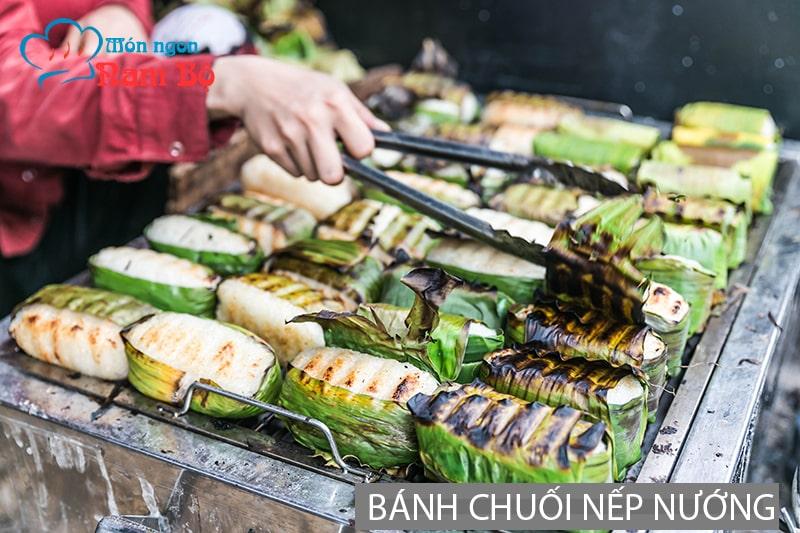 Bánh chuối nếp nướng là món ăn đường phố nổi tiếng ở Sài Gòn