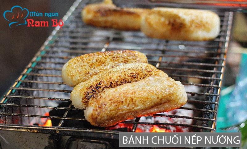 Bánh chuối nếp nướng là món ăn vặt khá nổi tiếng ở Sài Gòn