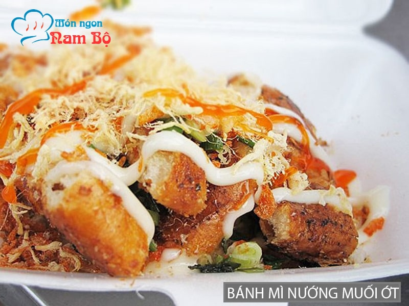 Bánh mì nướng muối ớt nổi tiếng ở Sài Gòn