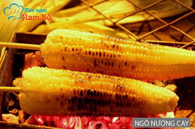 Ngô nướng cay là món ăn vặt rất đặc biệt ở Sài Gòn