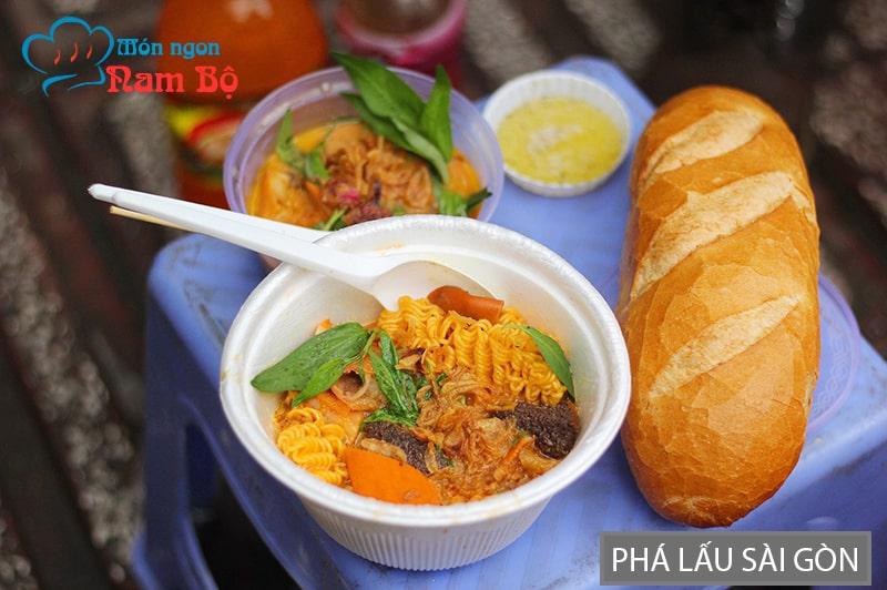 Phá lấu là món ăn vặt rất nổi tiếng ở Sài Gòn