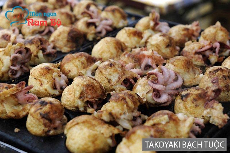 Takoyaki bạch tuộc là món ăn rất phổ biến ở Sài Gòn