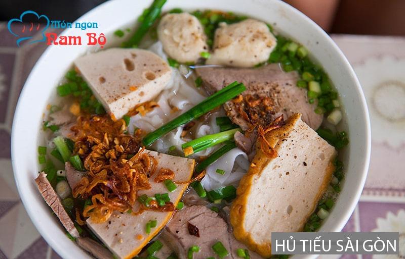 Ngày mưa ở Sài Gòn đi ăn hủ tiếu