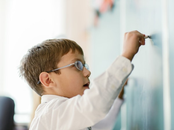 Phụ huynh nên làm gì khi trẻ lười học?