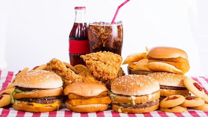 Đồ ăn nhanh chứa nhiều dầu mỡ rất có hại cho sức khỏe