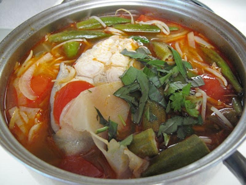 Canh chua cá lóc thường được người Nam bộ sử dụng làm món canh chính trong gia đình