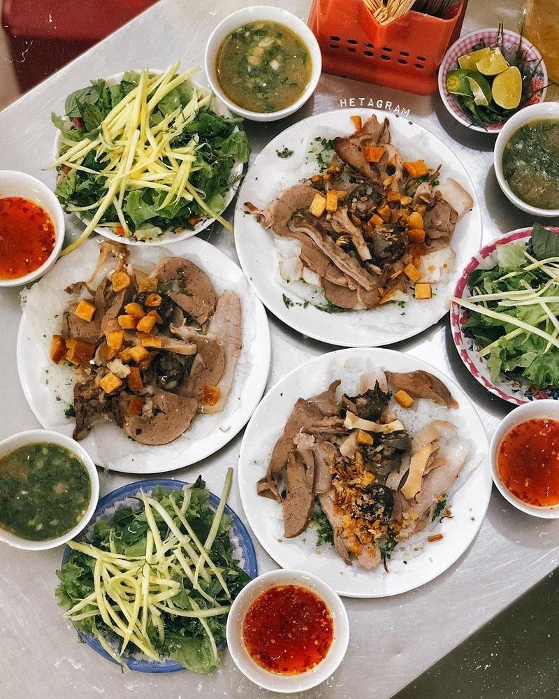 Bánh hỏi lòng heo là món ăn không thể bỏ qua khi du lịch Phan Rang