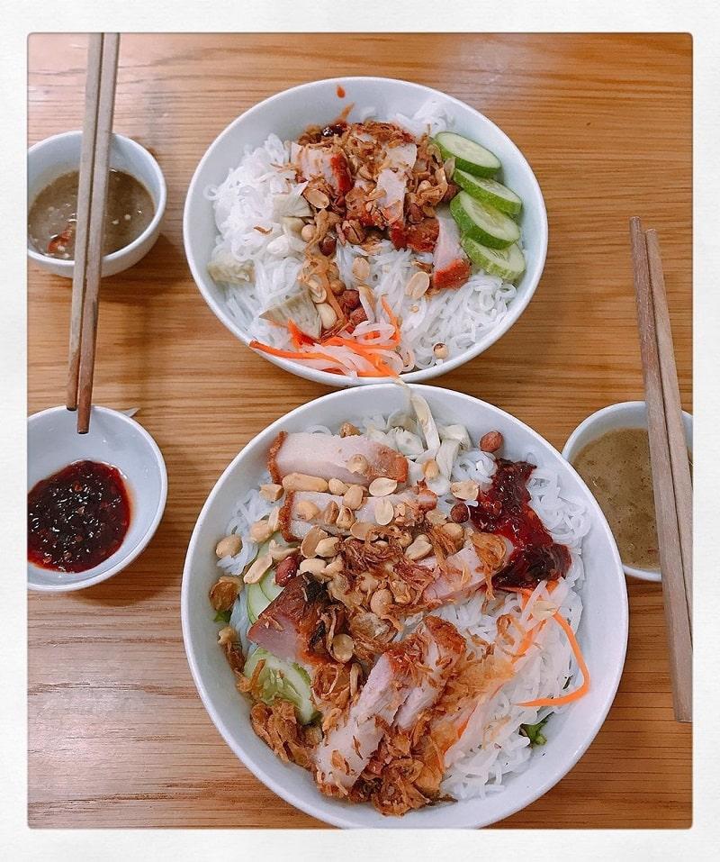 Bún mắm nêm là món ăn không thể bỏ qua khi du lịch Phan Rang