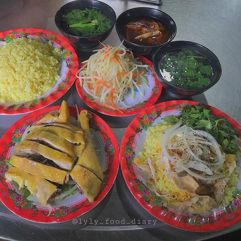 Cơm gà là món ăn không thể bỏ qua khi du lịch Phan Rang