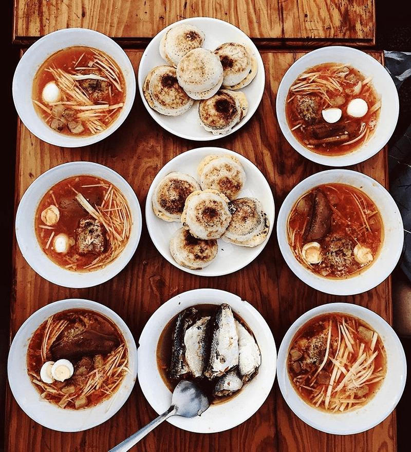 Quán bánh căn Lân Nguyệt nổi tiếng ở Mũi Né