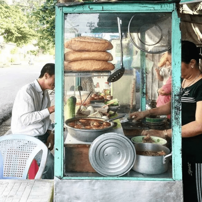 Quán bánh mì chờ nổi tiếng ở Mũi Né