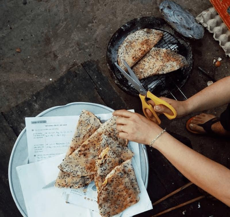 Bánh tráng nướng mắm ruốc Mũi Né