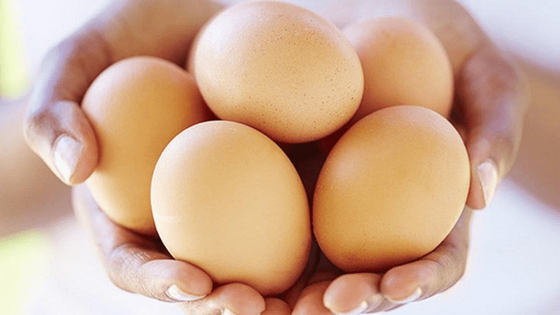Lòng đỏ trứng chứa vitamin B1, B6 A, D, K... rất tốt để ngăn ngừa quá trình lão hóa